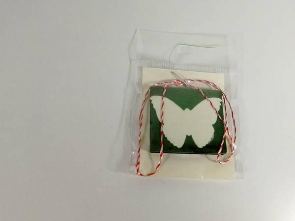 martisor lemn verde fluture alb 2