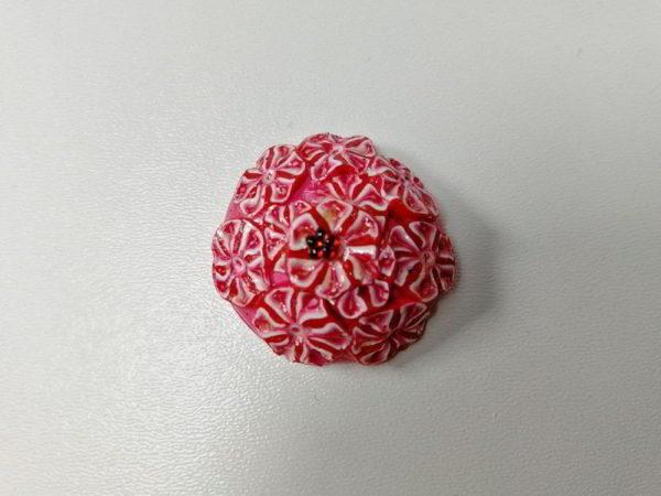 cabochon polimer rotund rosu floare