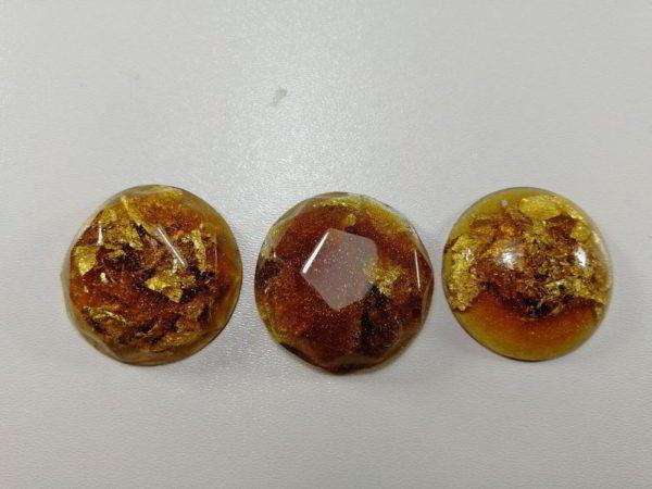 cabochon rasina set rotund miere auriu